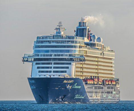 """Der neue Katalog 2020 von TUI Cruises für die """"Mein Schiff""""-Flotte bietet 103 verschiedene Routen zur Auswahl. Gültig ist er von April 2020 bis Oktober 2020"""