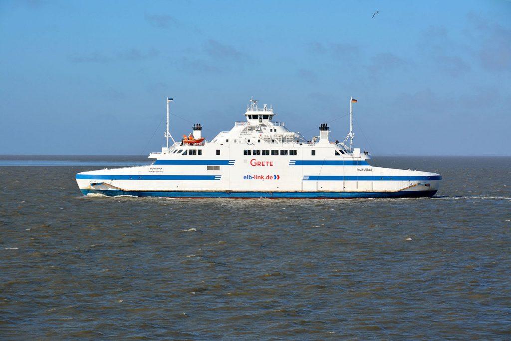 Im niedersächsischen Landtag steht ein Antrag zur Abstimmung, nach einem neuen Betreiber für die Elbfähre zwischen Cuxhaven und Brunsbüttel zu suchen.