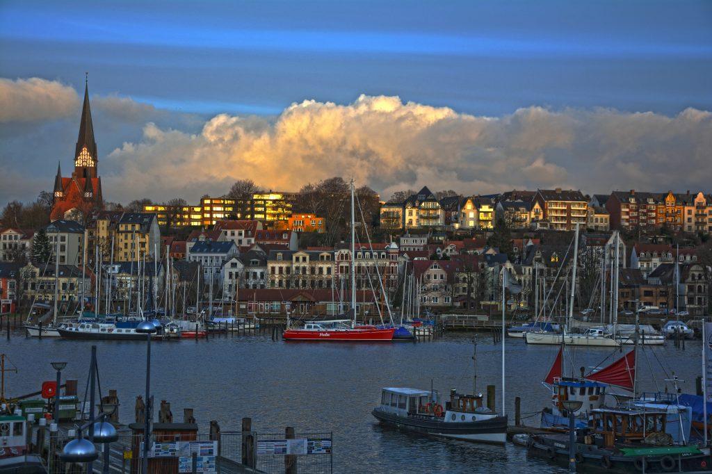 Eine neue Fähre soll ab Flensburg nach Dänemark fahren und in einer Pilotphase ab nächsten Sommer für vier Wochen Langballigbau und Brunsnæs verbinden.