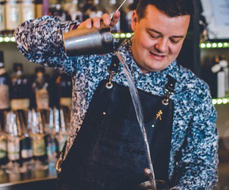 Er gehört zur Weltelite der Barkeeper: Razvan Dorel Cordea ist Chef-Barkeeper auf der erst kürzlich in Dienst gestellten Norwegian Bliss