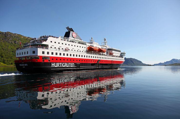 Hurtigruten lässt die Richard With generalüberholen. Das Postschiff gehtfür einen Monat in die norwegische Fosen-Werft und wird umweltfreundlicher
