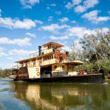 Im australischen Bundesstaat Victoria hat der weltweit einzige holzbefeuerte Raddampfer für Kreuzfahrten auf dem Murray River wieder Fahrt aufgenommen.