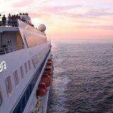 Auf der AIDAcara wird ein 81-jähriger deutscher Passagier vermisst. Er soll 260 Seemeilen südöstlich von El Hierro über Bord gegangen sein.
