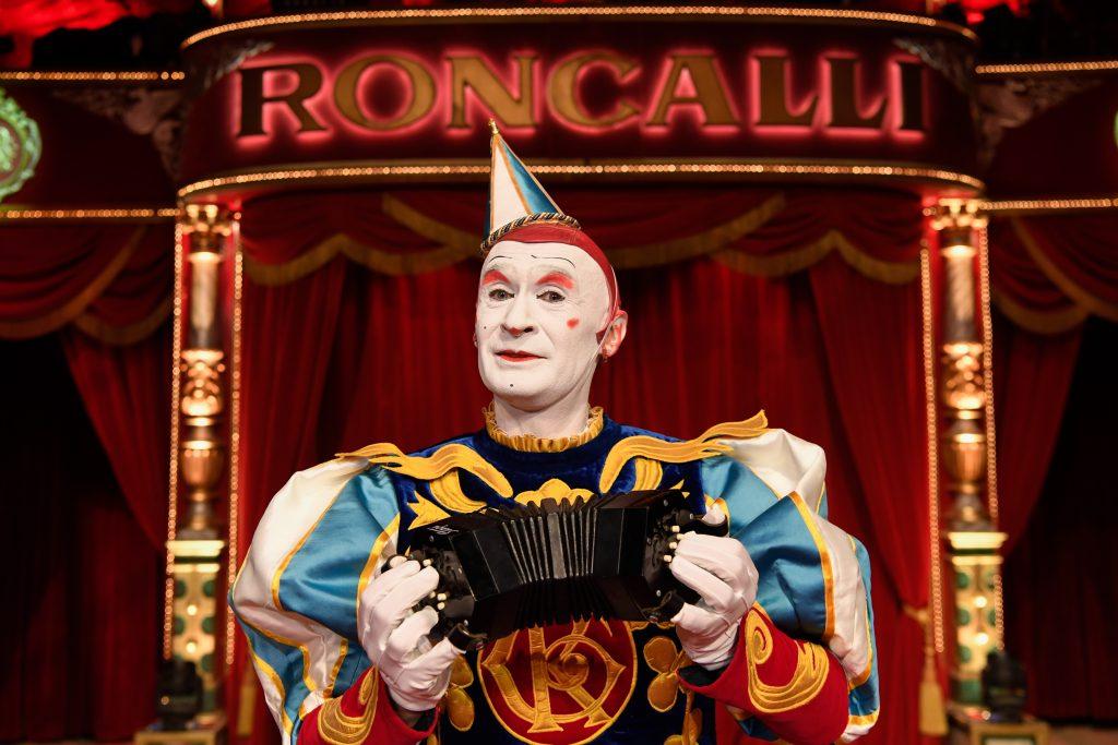 TUI Cruises bringt den Circus Roncalli mit seiner Erfolgsgeschichte in einer speziell für die Mein Schiff Flotte konzipierten Show an Bord