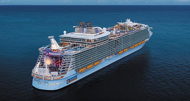 Ein Crew-Mitglied des Kreuzfahrtschiffes Harmony of the Seas wird vermisst. Es handelt sich um einen 20-jährigen Briten, der als Sänger arbeitete.