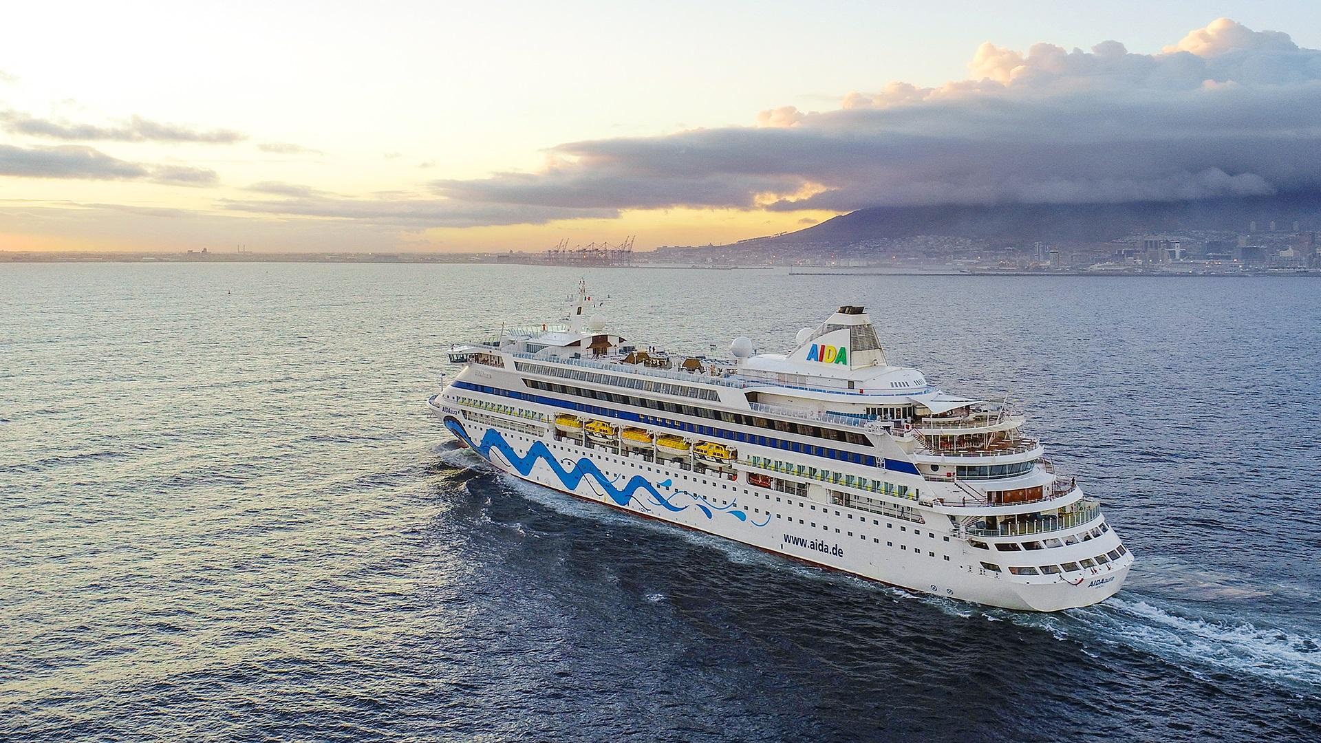 Als erstes Schiff der AIDA-Flotte hat die AIDAaura erstmals Kapstadt erreicht, im Rahmen der 117-tägigen Weltreise, die am 2. Februar 2019 in Hamburg endet.