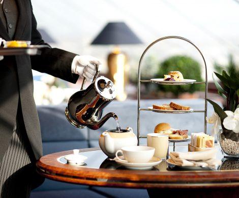 Auch die großen Megaliner der Massenreedereien bieten Butler-Service, edle Lounges, eigene Restaurants, exklusive Bereiche sowie Champagner rund um die Uhr