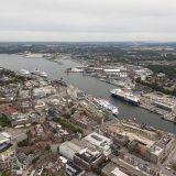 Erstmals habenin den Häfen von Schleswig-Holstein in einem Jahr mehr als 200 Kreuzfahrtschiffe angelegt, Kiel stellte mit 168 Anläufen einen Rekord auf.