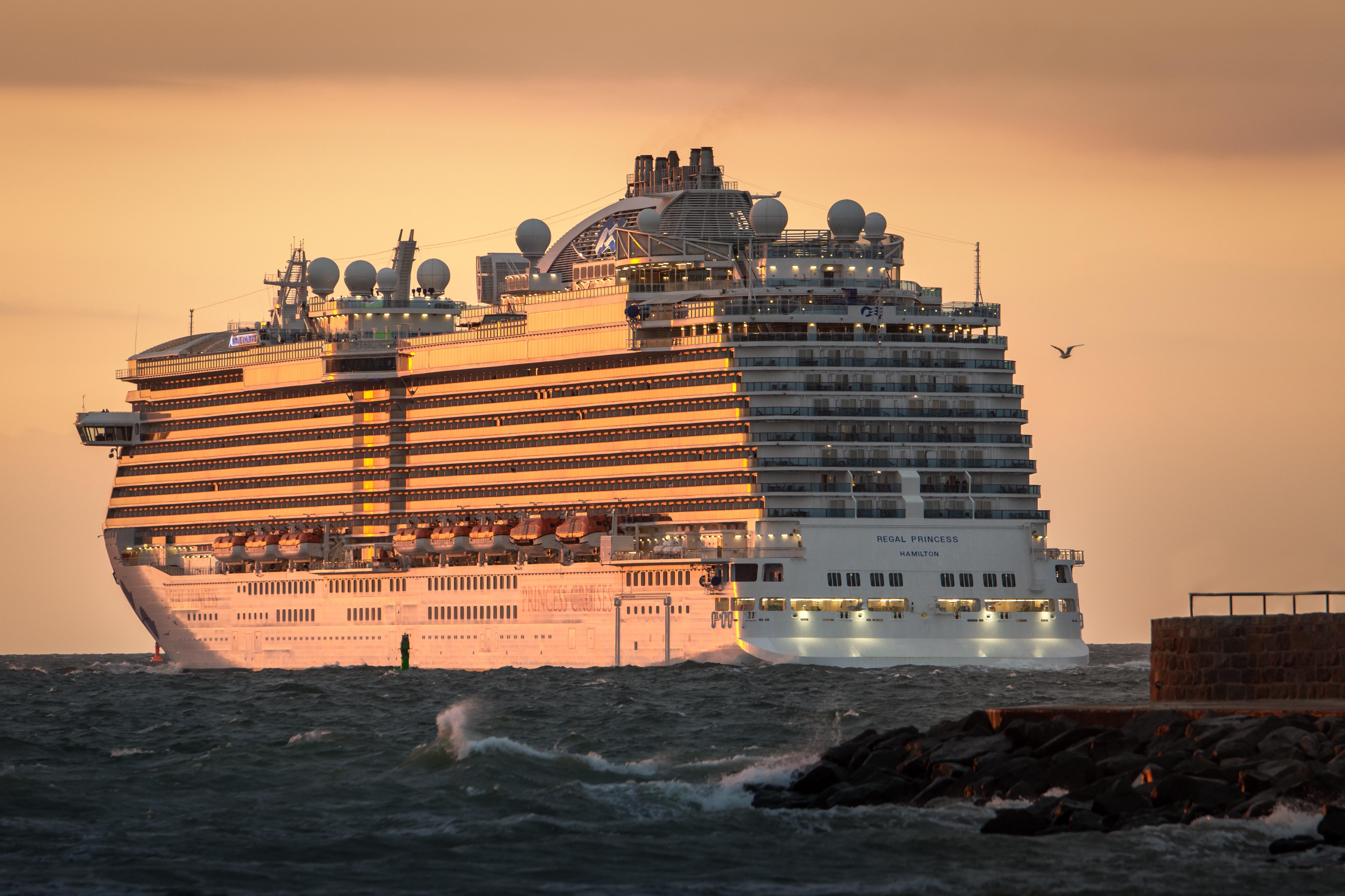 Was tun, wenn man das Kreuzfahrtschiff wegen verspäteter Anreise verpasst? Das kommt ganz darauf an, ob man auf eigene Faust oder beim Veranstalter bucht