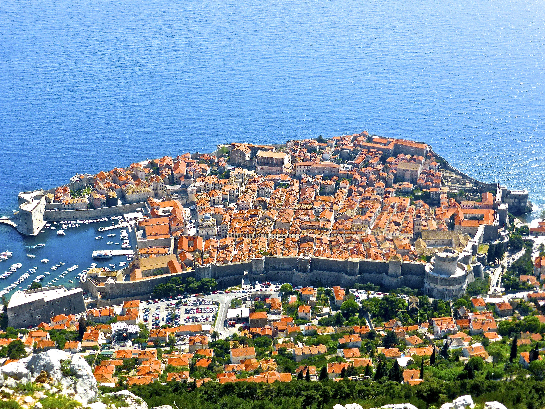 Dubrovnik hat angekündigt, die Zahl der Kreuzfahrtschiffe zu begrenzen auf nicht mehr als zwei Schiffeund 4.000 Passagiere täglich in der Hochsaison