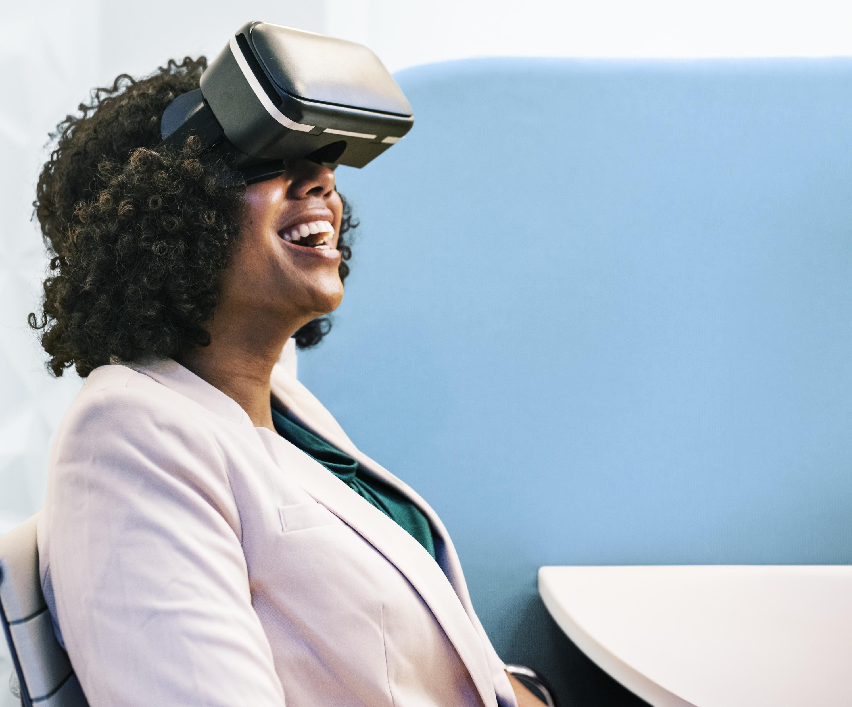Als erstes Kreuzfahrtunternehmen in Deutschland setzt Hapag-Lloyd Cruises auf Augmented Reality und VR-Brillen, die auf mehreren Reisemessen verfügbar sind