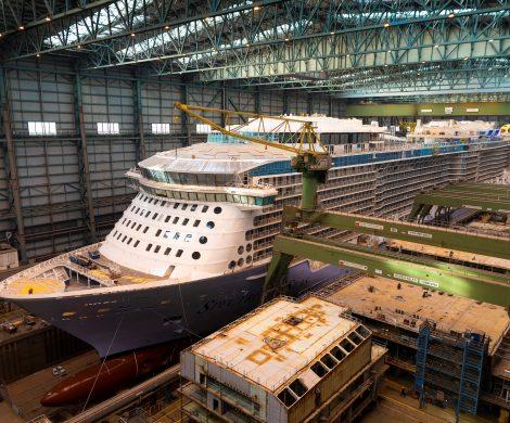 Am Montag, den 25. Februar, um ca. 20 Uhr wird die Spectrum of the Seas das überdachte Baudock II der MEYER WERFT verlassen, zur Ausrüstungspier