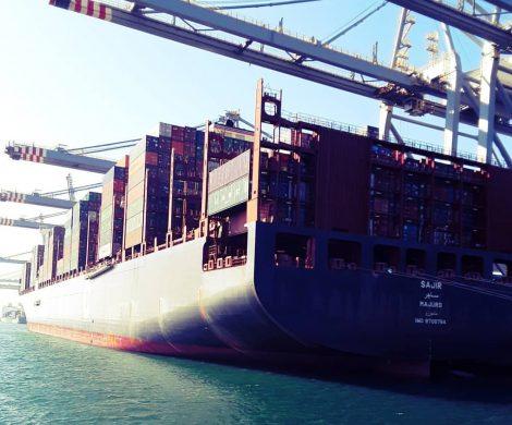 Die Reederei Hapag-Lloyd rüstet mit der Sajir das erste Containerschiff weltweit auf den Antrieb mit LNG (Flüssigerdgas) um.