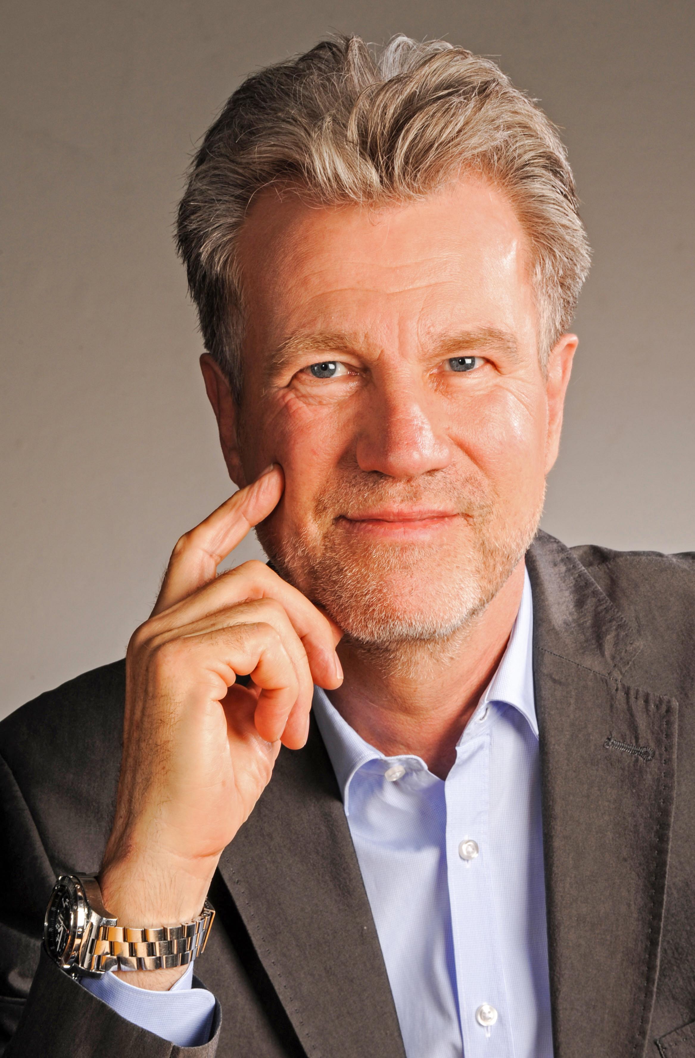Der bekannte TV-Moderator Peter von Sassen wird Cruise Leader für Iceland ProCruises auf der OCEAN DIAMOND, für die es günstige Frühlingsangebote gibt