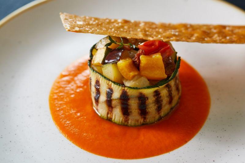 Oceania Cruises hat das Angebot für Vegetarier massiv erweitert und bietet 200 neue Menüs mit Lebensmitteln auf pflanzlicher Basis