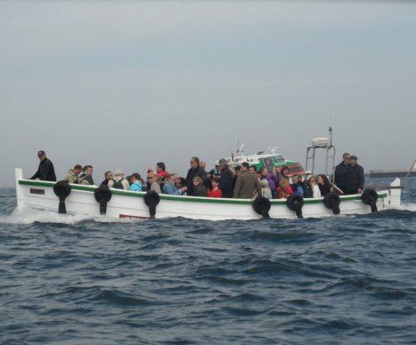 Die Nordseeinsel Helgoland setzt auf neue, umweltfreundliche Energien: Das erste Börteboot mit Elektromotor soll von Mitte Mai an getestet werden.