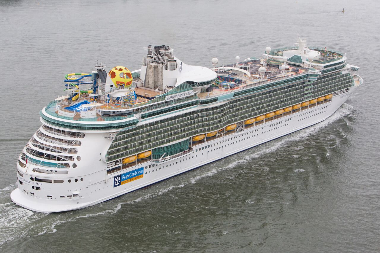 Royal Amplified: Nach einer kompletten Rundumerneuerung legt die Independence of the Seas von Royal Caribbean International das erste Mal in Hamburg an.