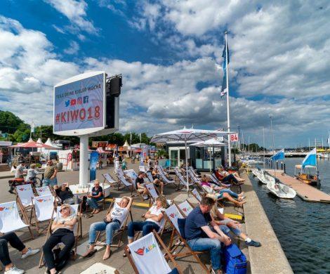 Zur 125. Ausgabe vom 22. bis Juni 2019 setzt die Kieler Woche stärker auf Nachhaltigkeit als je zuvor. So wird es ein einheitliches Pfandsystem für Trinkbecher, eine 100-prozentige Energieversorgung aus Windstrom und einen Verzicht auf Trinkhalme aus Plastik geben.