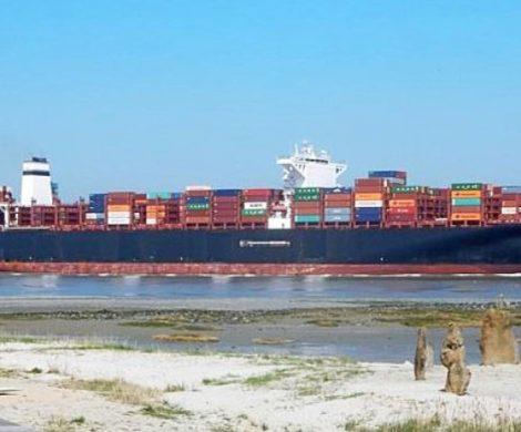 Hapag-Lloyd rüstet erstmals ein Containerschiff zur Nutzung von Liquefied Natural Gas (LNG, flüssigesErdgas) als Antriebsstoff um.