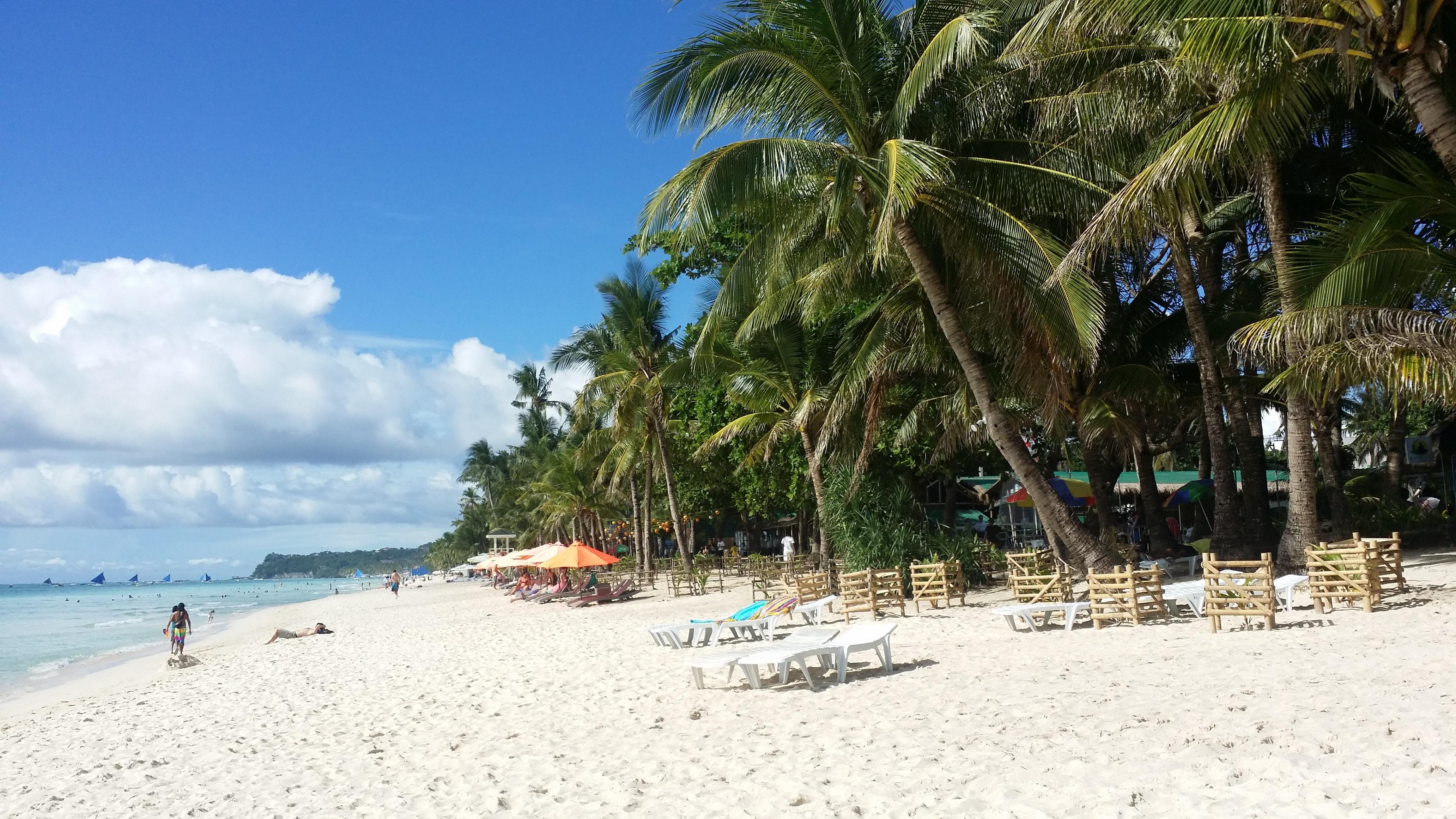 Kreuzfahrtschiffe mit mehr als 2.000 Passagieren dürfen Boracay nicht mehr anlaufen. In der Hochsaison dürfen bis auf Weiteres keine Liner mehr an der unter Overtourism leidenden philippinische Insel anlegen. Die aktuelle Sperre dauert bis 31. Mai.