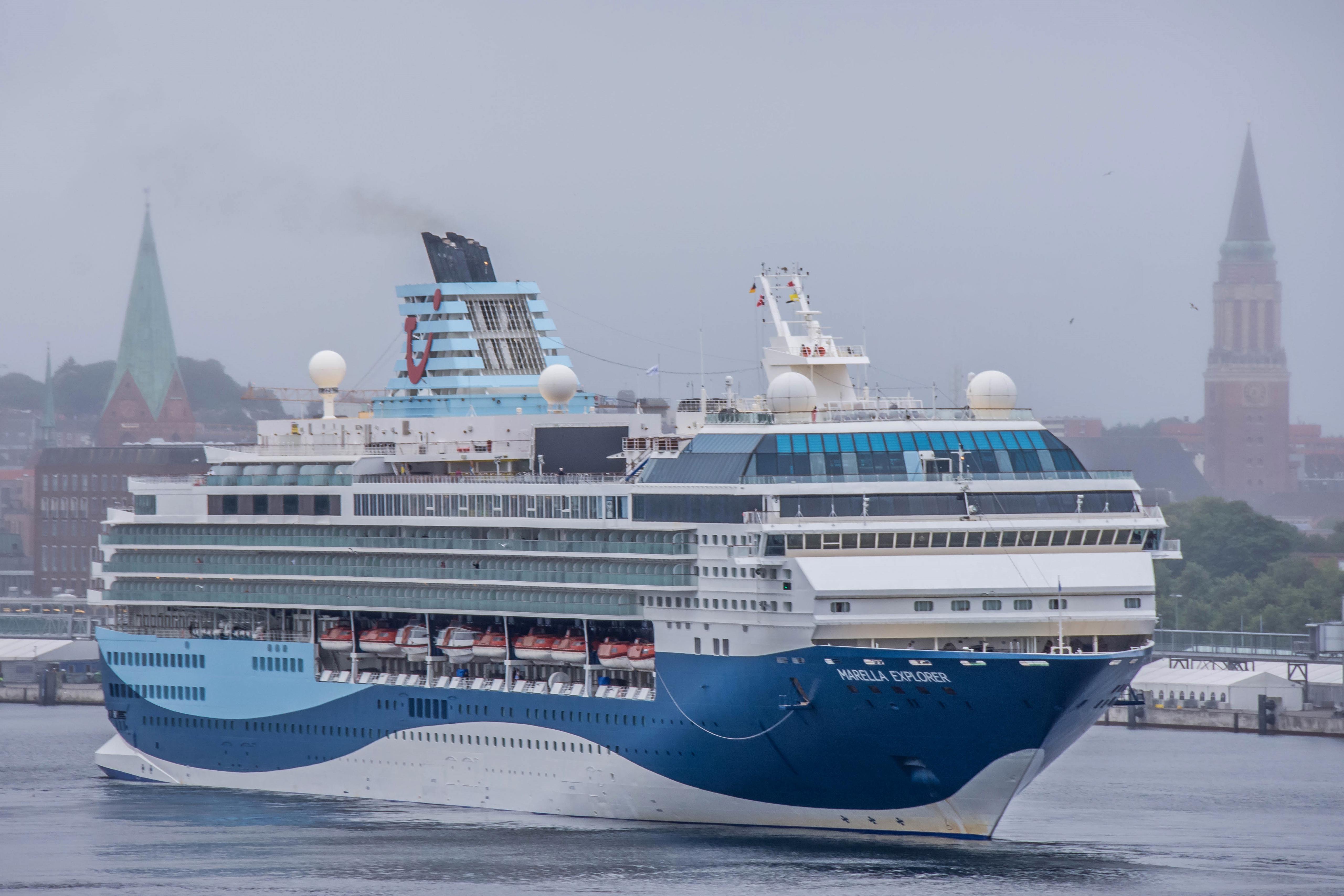 """Erstanlauf von Marella Cruises in Kiel.Die """"Marella Explorer"""" mit knapp 2.000 meist englischsprachigen Passagieren hat erstmals im Kieler Hafen angelegt."""