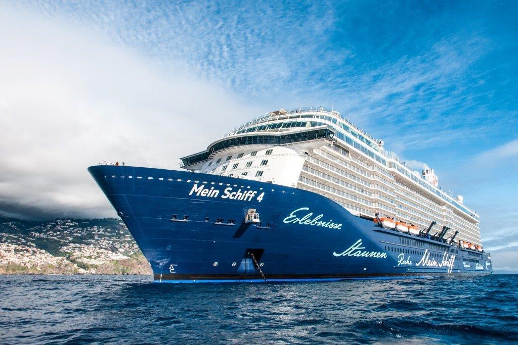 TUI Cruises bezieht ab 2020 Landstrom und reduziert Emissionen während der Liegezeiten. Mein Schiff 4 und 5 werden mit Landstromanschluss nachgerüstet.