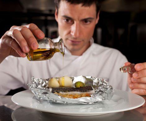 Die Kreuzfahrtreederei PONANT und Relais & Châteaux haben sich zusammengetan: drei exklusive Reisen, die Luxus und gastronomische Exzellenz kombinieren.