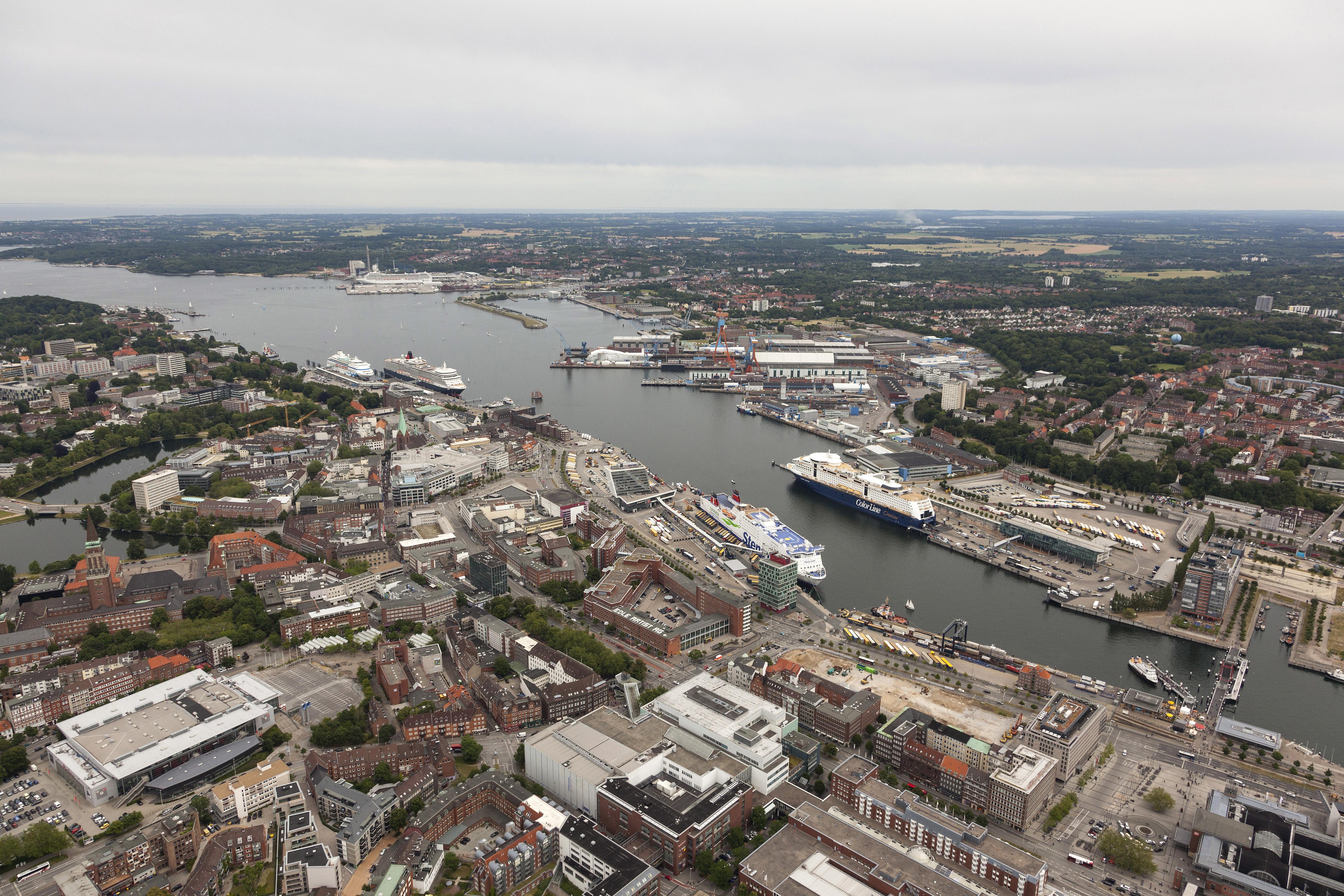 """Die """"Initiative gegen Kreuzfahrtschiffe"""" wird am Sonnabend, 13. Juli, in Kiel eine Demonstration veranstalten, die vom Ordnungsamt abgesegnet ist. Drei Kreuzfahrtschiffe sollen an diesem Tag im Kieler Hafen einlaufen."""