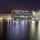 Ein spektakuläres Manöver steht in der Meyer Werft in Papenburg an: Ein 1.750-Tonnen-Kran wird ein Glasdach auf das Kreuzfahrtschiff Iona heben.