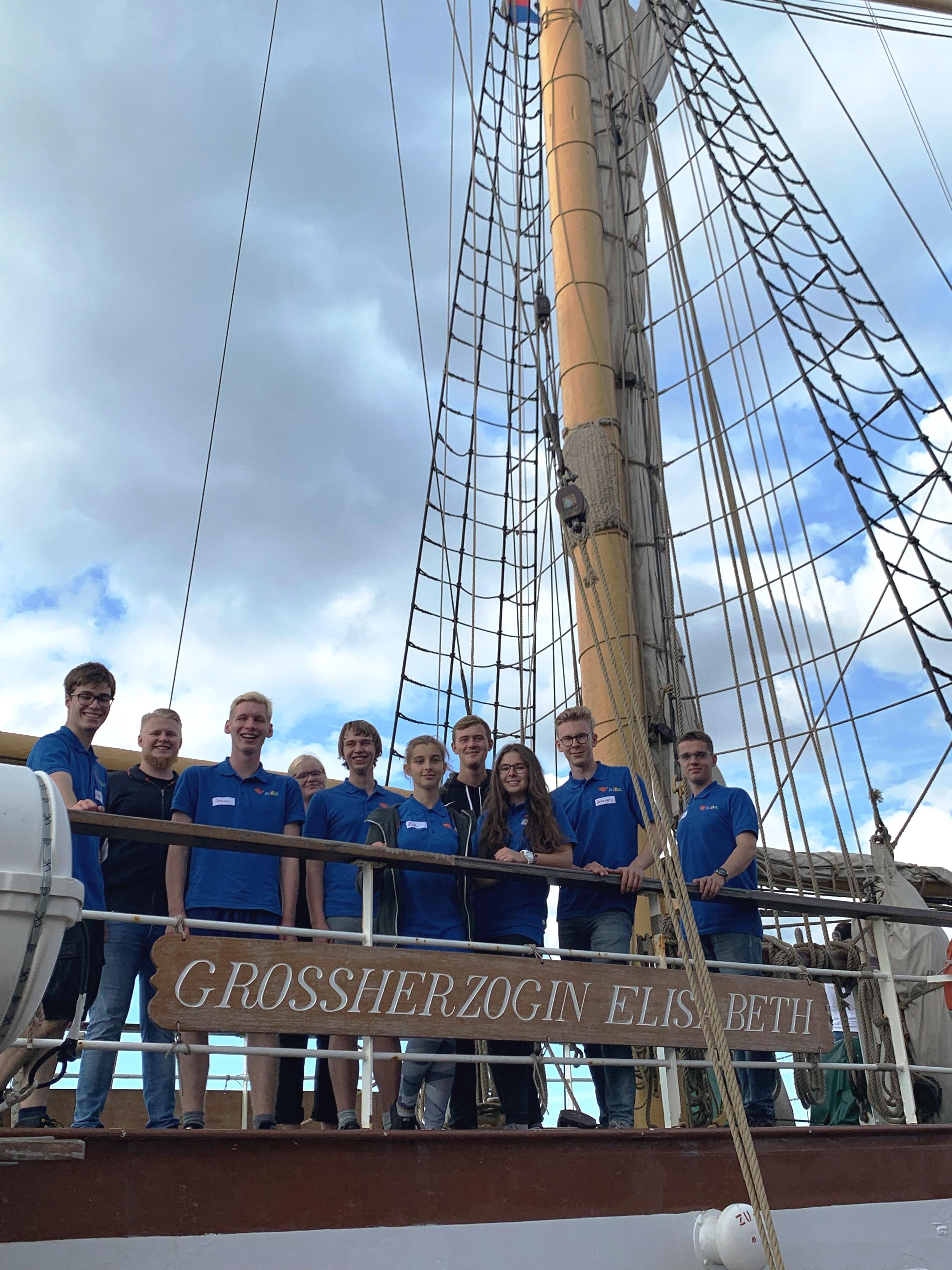"""22 Kadetten von AIDA Cruises befinden sich derzeit an Bord des Segelschulschiffes """"Großherzogin Elisabeth"""" und werden in rund 17 Tagen die seemännische Grundausbildung absolvieren"""