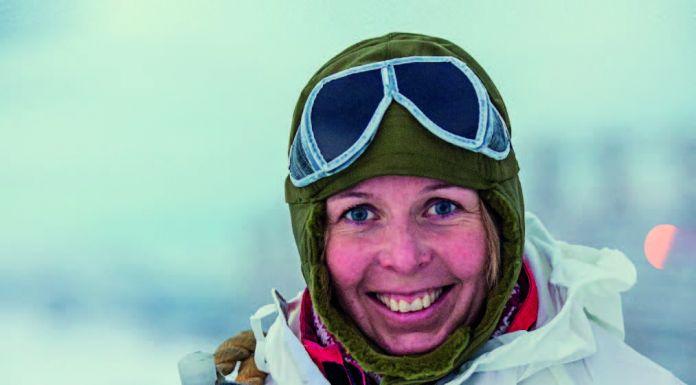 Das erste batteriebetriebene Expeditionsschiff Roald Amundsen wird am 8. November in der Antarktis von Hurtigruten-Expeditionsleiterin Karin Strand getauft.