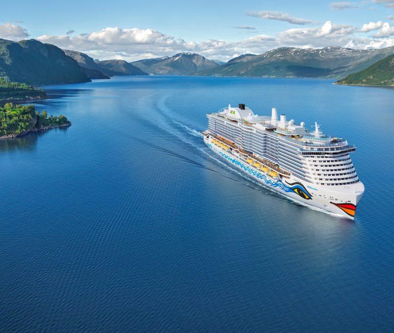 Das zweite LNG-Kreuzfahrtschiff von AIDA Cruises wird AIDAcosma heißen und ab Sommer 2021 Reisen ab Kiel zu den norwegischen Fjordlandschaften anbieten.