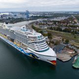 Die AIDAprima der Rostocker Reederei AIDA Cruises hat erstmals im Hafen von Warnemünde festgemacht, erstmals ein Schiff dieser Bauklasse im Rostocker Hafen.
