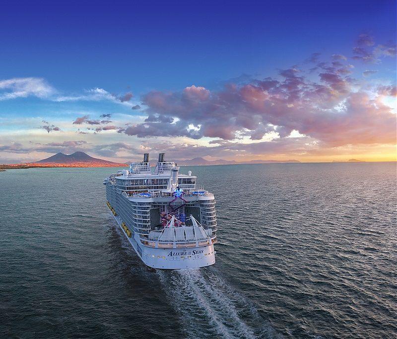 Royal Caribbean einer Passagierin ein lebenslanges Kreuzfahrtverbot erteilt, die ein waghalsiges Selfie auf der Allure of the Seas aufgenommen hat.