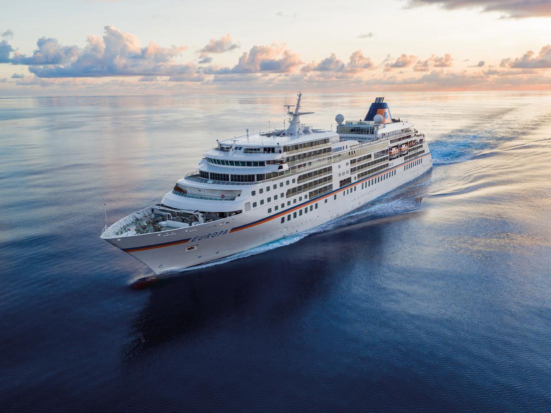Hapag-Lloyd Cruises hat die MS EUROPA aufgeschlagen deutlich moderner und legerer gemacht, Drei-Sterne-Koch Kevin Fehling an Bord nun ein Gourmet-Restaurant
