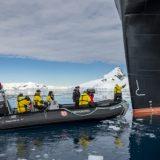 Das Expeditionsschiff Roald Amundsen von Hurtigruten ist in der Antarktis getauft worden, im Beisein von Crew und Gästen aus mehr als 20 Ländern