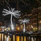Amsterdam hat sich in ein riesiges Lichtermeer verwandelt. Zum Light Festival legt Croisi Europe eine Kreuzfahrt auf ab Straßburg nach Amsterdam