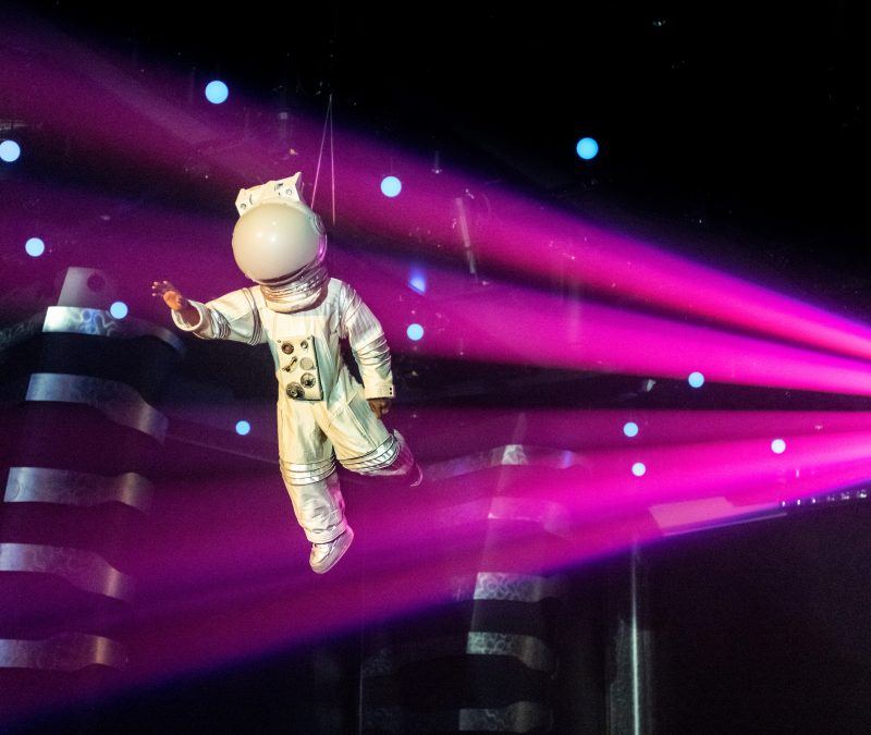 Die brandneuen Cirque du Soleil at Sea Shows, die exklusiv auf der MSC Grandiosa gezeigt werden, sin da: COSMOS und EXENTRICKS