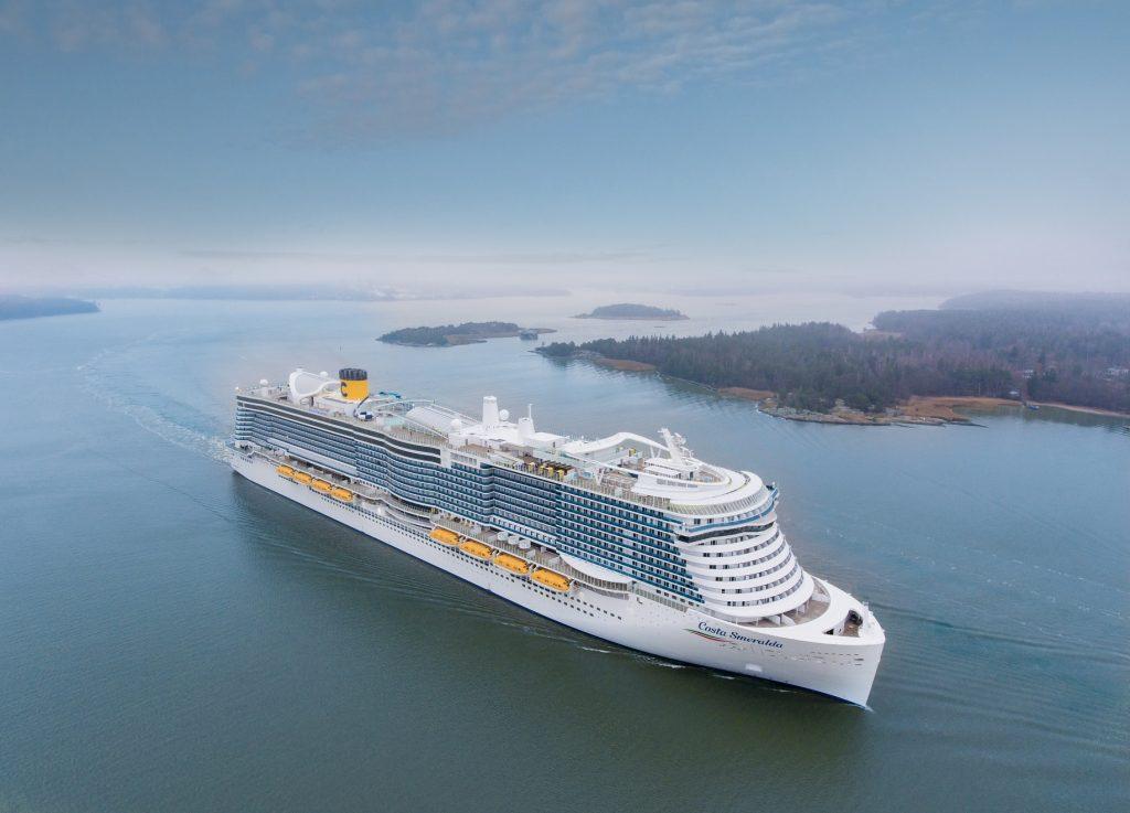 Costa Kreuzfahrten hat den Neubau Costa Smeralda übernommen. Das neue Flaggschiff wird mit Flüssiggas (LNG) betrieben und wurde in Turku übergeben.
