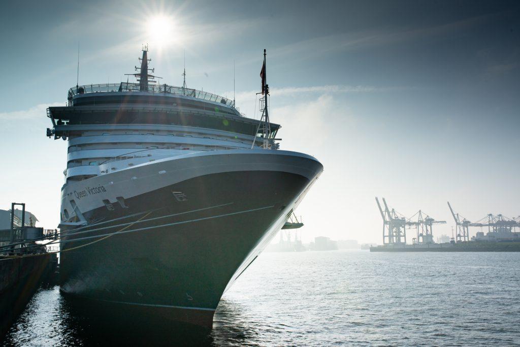 Die Queen Victoria hat die Kreuzfahrtsaison in Hamburg eröffnet. Der Cunard Kreuzer geht auf Weltentdeckerreise mit 170 Gästen aus Deutschland