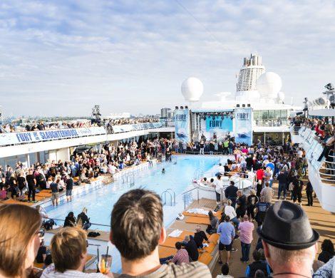 auf die Fury & Friends-Tour 2 vom 28. September bis 2. Oktober 2020 gehen: Thees Uhlmann und Deine Cousine werden ebenfalls an Bord der Mein Schiff 4 sein.