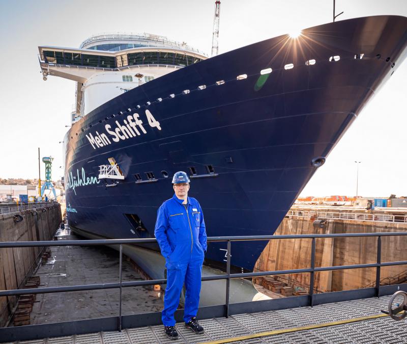 Die Mein Schiff 4 hat als erstes Schiff der TUI-Cruises Flotte ab sofort einen Landstrom-Anschluss. Bis 2023 rüstet TUI Cruises alle seine Schiffe nach.