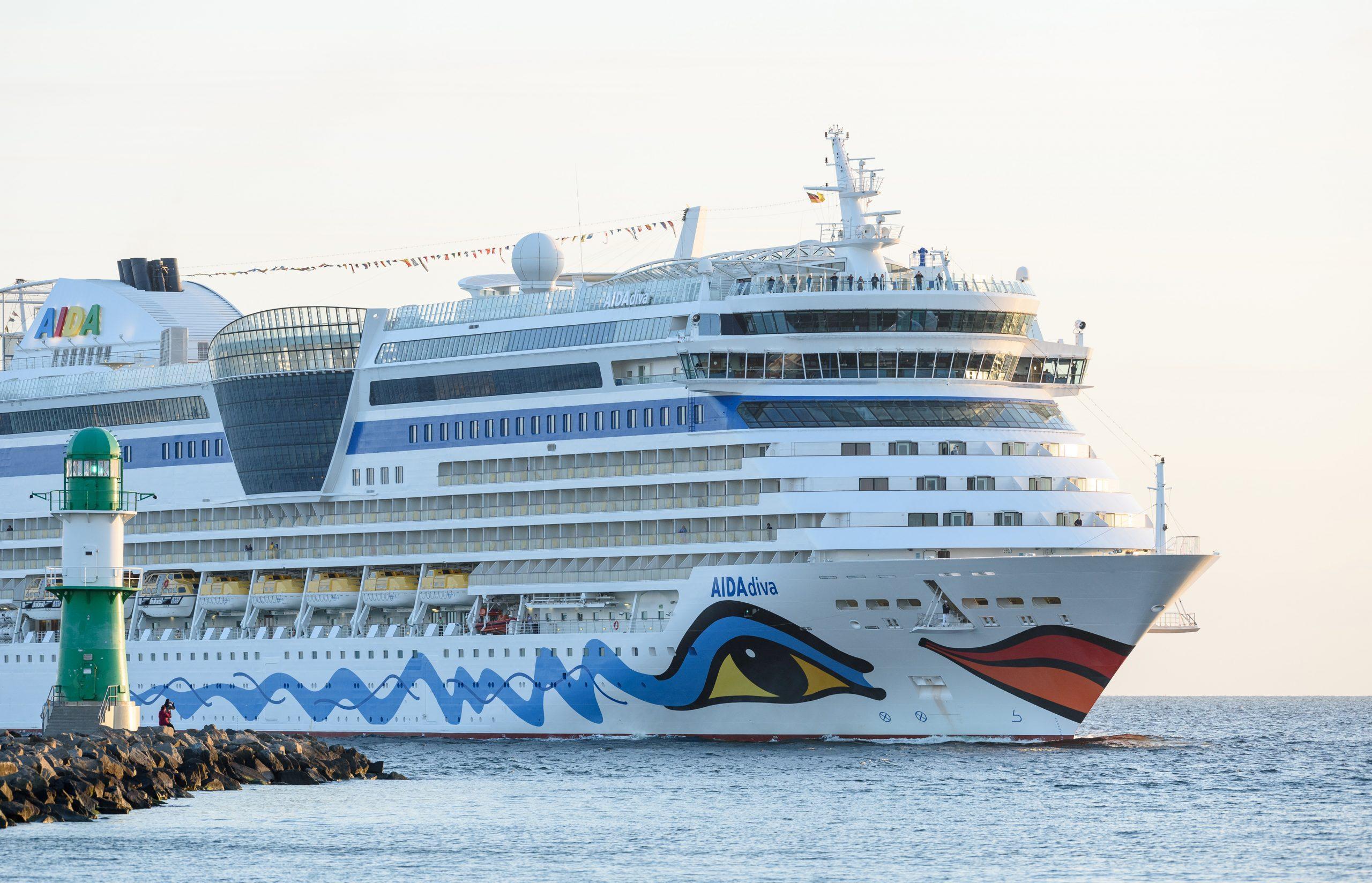 Auch Aida Cruises stellt jetzt die gesamten Kreuzfahrtreisen der 14 Schiffe umfassenden Flotte ein. Vorerst werden alle Reisen bis Anfang April abgesagt.