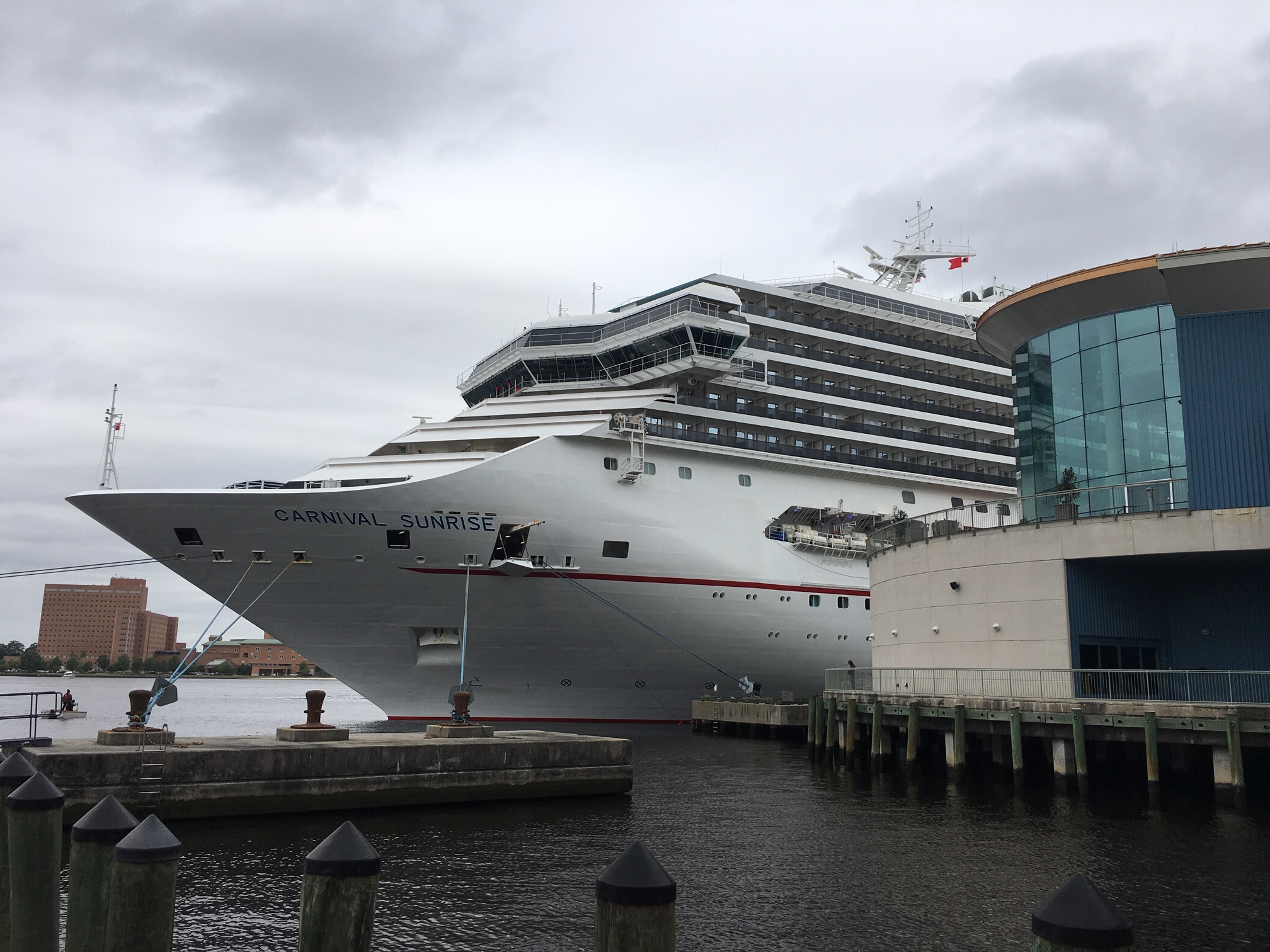 Kreuzfahrt- und Fährindustrie helfen in der Corona-Krise schnell und unbürokratisch und wandeln ihre Schiffe in Krankenhäuser um.