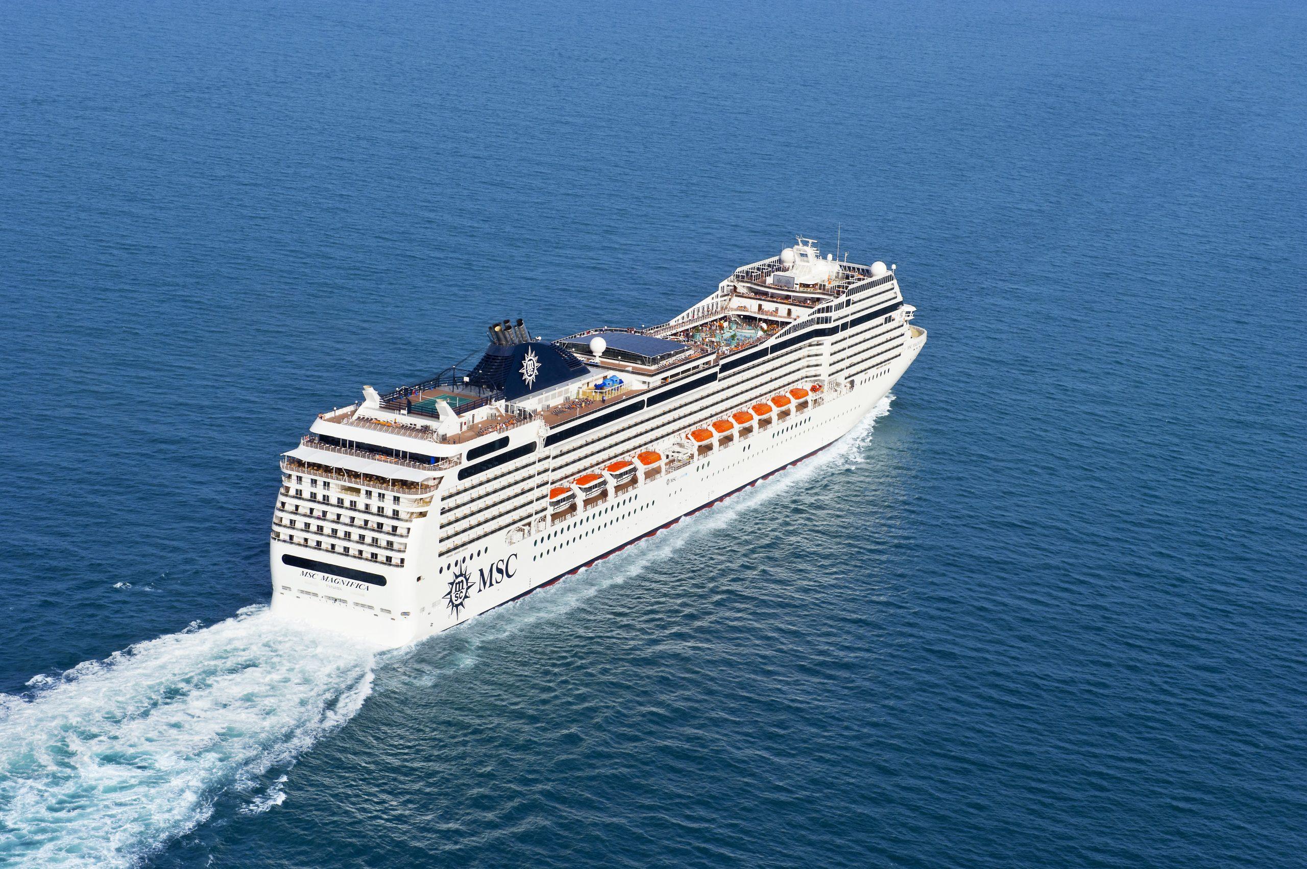 Nach tagelangerIrrfahrt im Indischen Ozean hat eine deutsche Passagierin die MSC Magnifica in Sri Lanka verlassen dürfen, weil sie krank ist