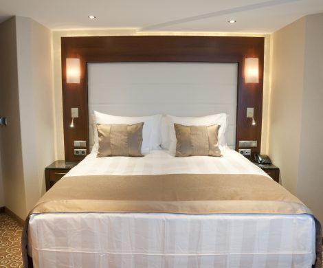 VIVA RIVERSIDE bietet wegen der Corona-Krise seine Flusskreuzer als Hotelschiffe an und lockt mit komfortablen Suiten, reichhaltigem Frühstück sowie Service