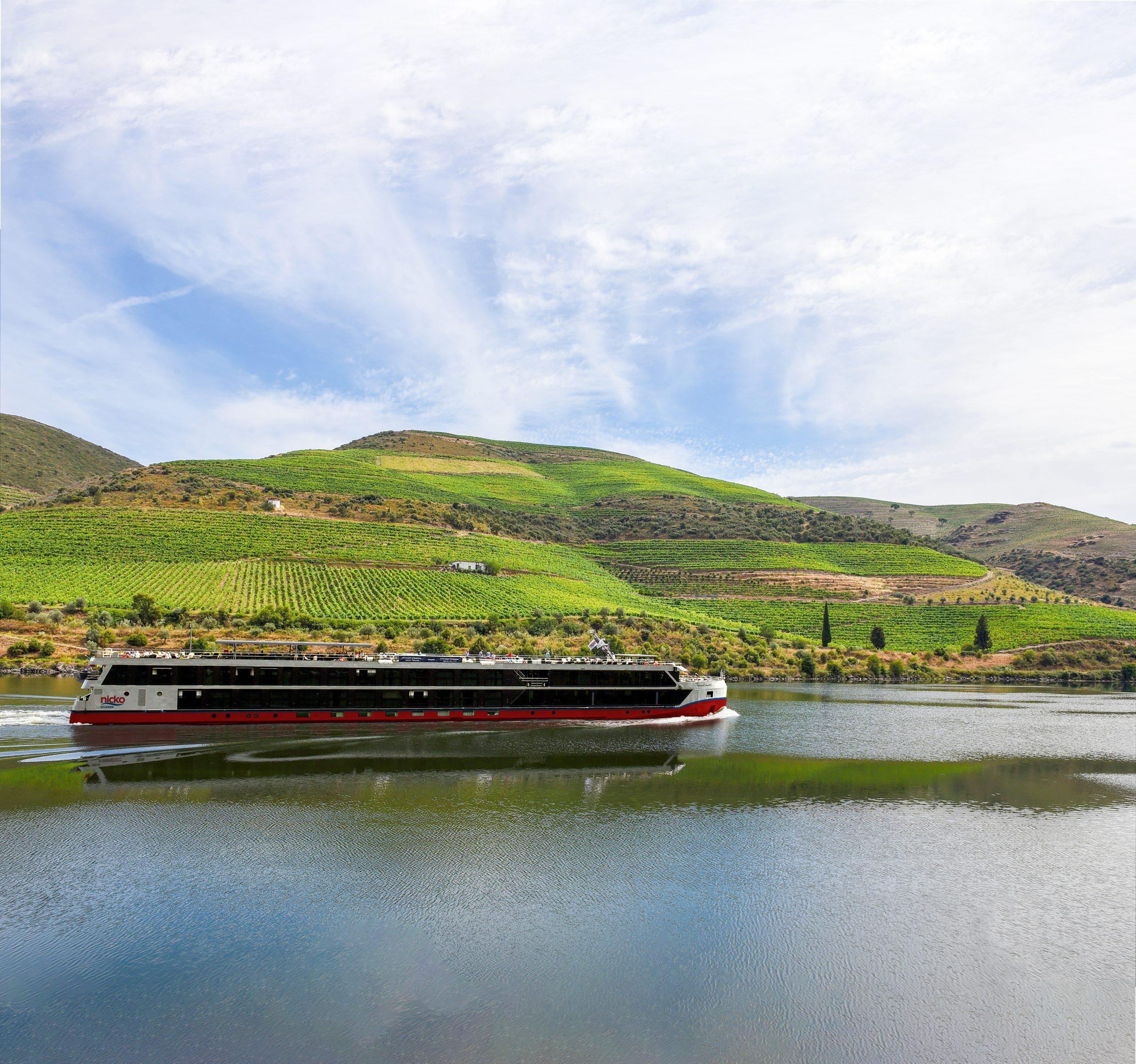nicko cruises baut seine Kapazitäten in Portugal aus: Ab nächstem Jahr fährt die MS DOURO SERENITY an 36 Terminen auf dem Douro bis zur spanischen Grenze.