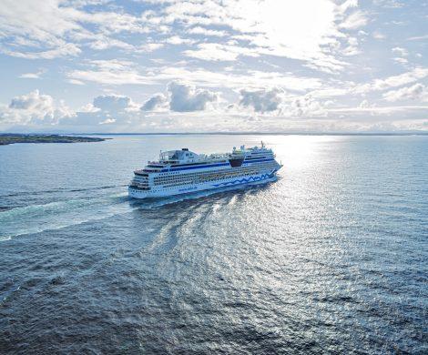 Ab sofort kann die Weltreise 2021 mit der Aidasol gebucht werden. Zu den Highlights der langen Kreuzfahrt, die im Oktober 2021 startet, zählen unter anderem die neuen Ziele Puerto Chacabuco in Chile, Nuku'alofa im polynesischen Königreich Tonga und Geraldton in Australien. Ab dem 25. Oktober 2021 läuft die AIDAsol mit ihren Gästen 42 Häfen in 20 verschiedenen Ländern auf vier Kontinenten an und überquert zweimal den Äquator