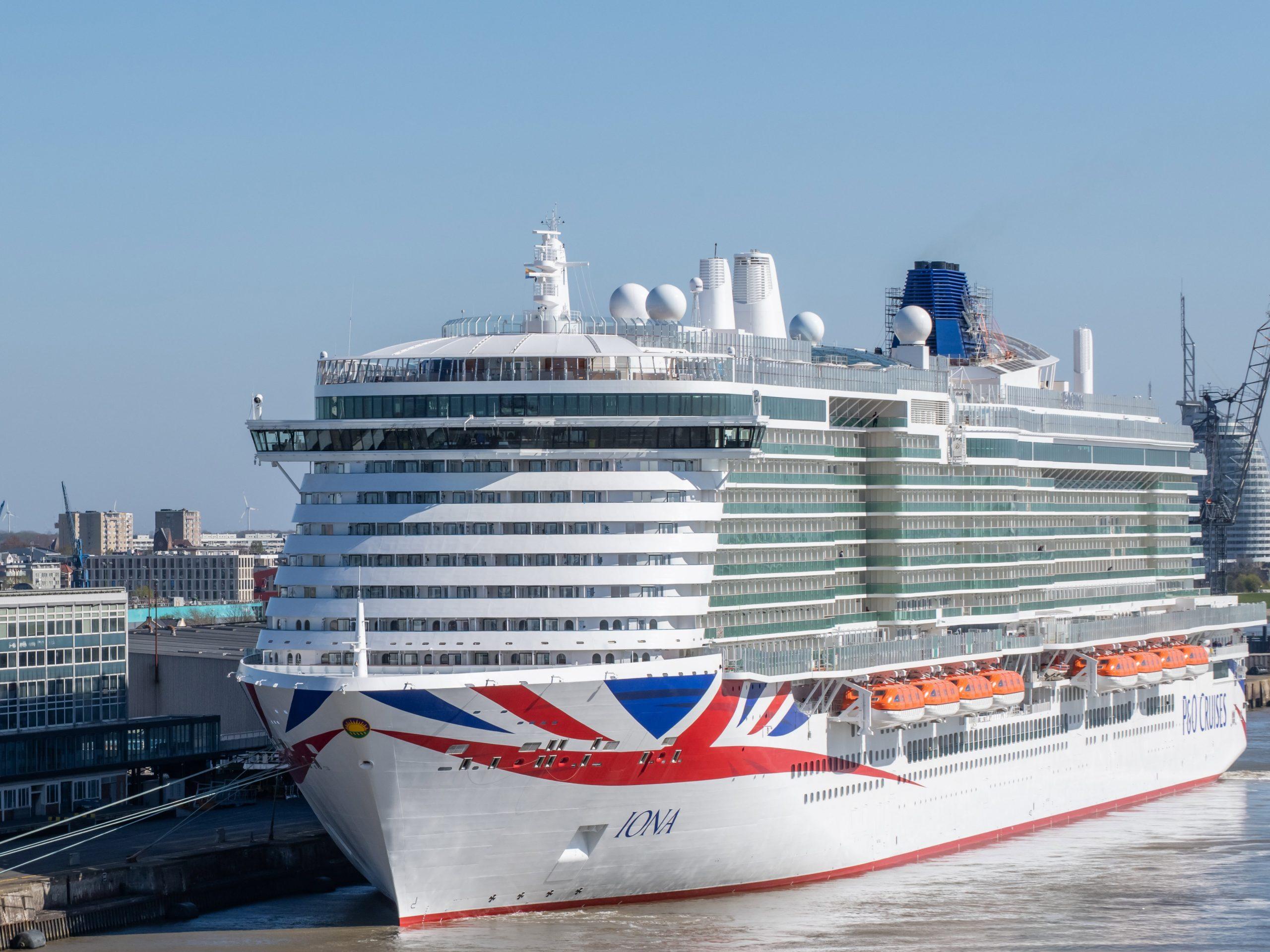 Erfolgreiche Premiere am Columbus Cruise Center Bremerhaven: die erste Ship-to-Ship Bebunkerung mit LNG in einem bremischen Hafen wurde durchgeführt.