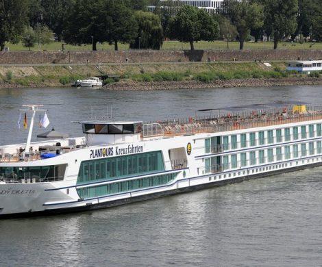 Die mit 180 Passagieren besetzte Lady Diletta von Plantours ist auf der Mosel gegen eine Brücke gefahren und beschädigt worden.